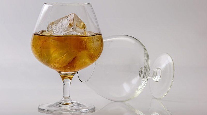 Już jeden drink dziennie może zwiększać ryzyko udaru mózgu